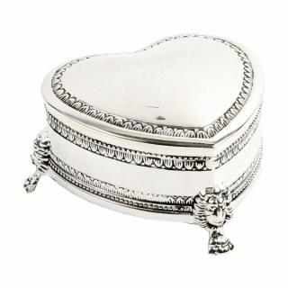 Cutiuta argintata antichizata, inimioara cadou femeie